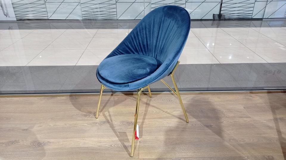 В наличии стул обеденный Lilly от итальянской фабрики Calligaris в мягкой обивке из ткани Venice цвета Ocean Blue, на металлических ножках Polished Brass итальянская мебель в Одессе