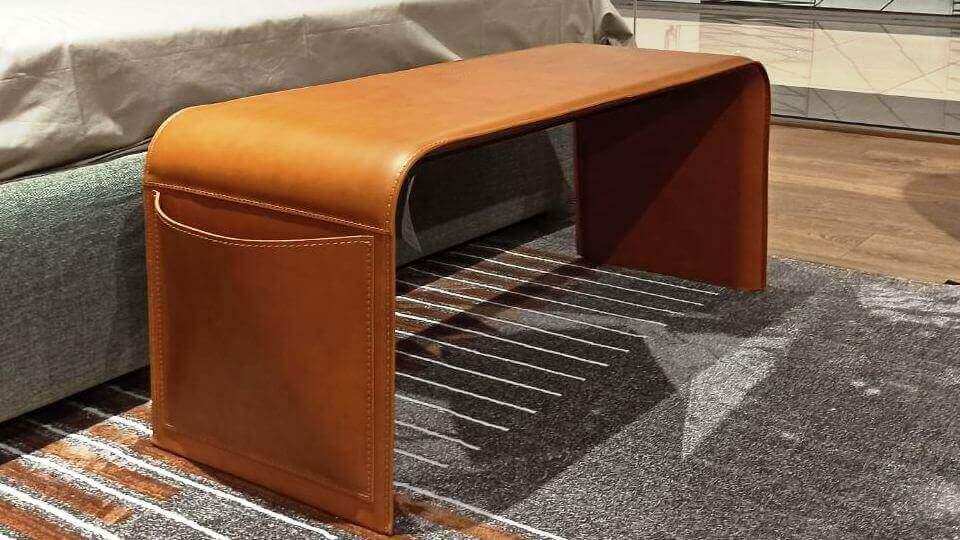 Скамья/банкетка Calligaris Shape металлическая основа покрыта регенерированной кожей, несколько цветовых решений, два кармана для мелочей по бокам итальянская мебель в Одессе