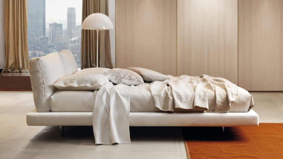 Кровать Desiree Ozium в мягкой обивке на металлических ножках итальянская мебель в Одессе