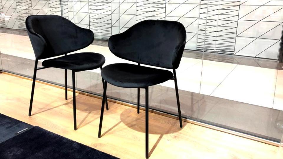 Стул Calligaris Holly обеденный в мягкой обивке (цвет- Black), на металлических ножках (цвет-Matt Black), размер: 58,5 х 58 х 82/47 итальянская мебель в Одессе