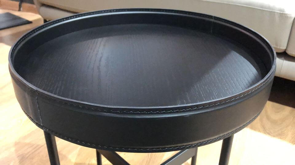 журнальный стол Calligaris Arena с шпонированной столешницей (цвет-Matt Black) в обрамлении из регенерированной кожи на металлических черных ножках итальянская мебель в Одессе
