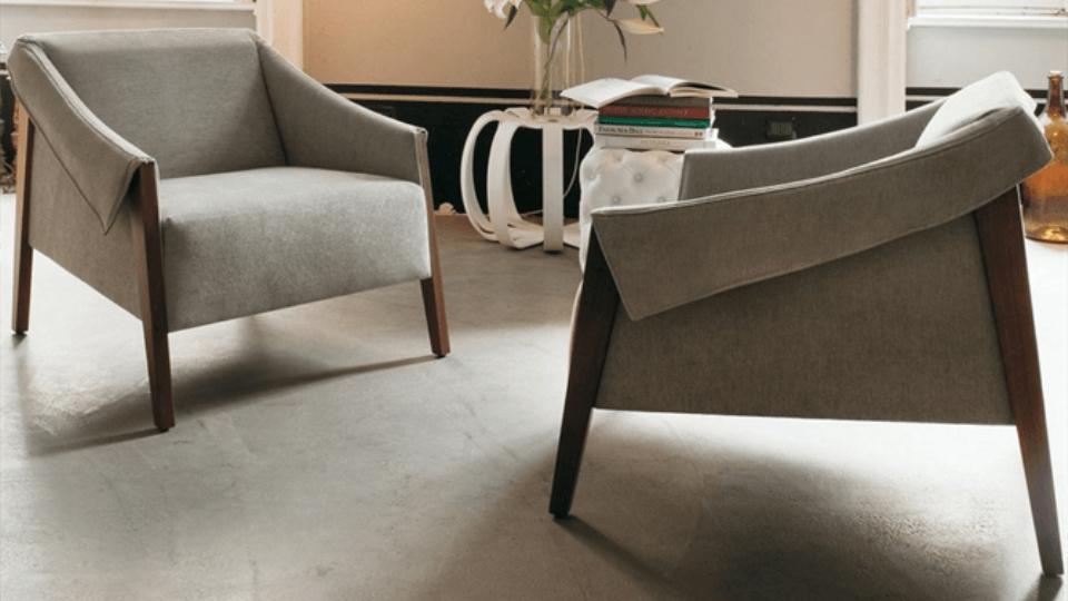 Кресло Porada Ara с каркасом из массива ореха и обивкой из ткани или кожи итальянская мебель в Одессе