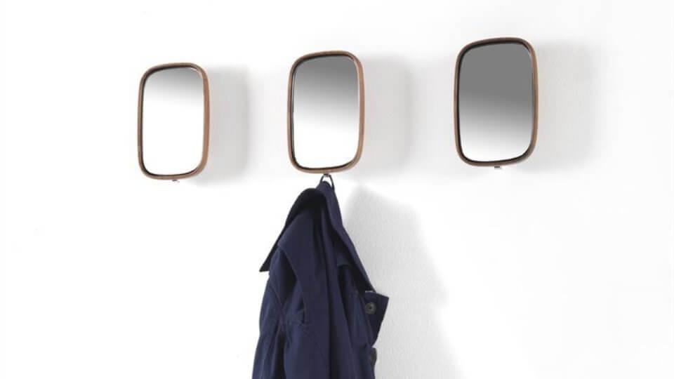 Настенное зеркало из массива ореха с бронзовым крючком сзади итальянская мебель в Одессе