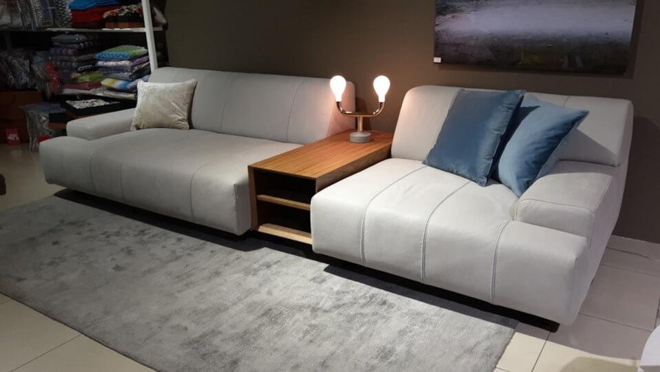 Модульный диван Nicoline Zara Deep c наполнением из полиуретана разной плотности. Обивка из натуральной кожи. В комплект входит деревянный журнальный столик итальянская мебель в Одессе