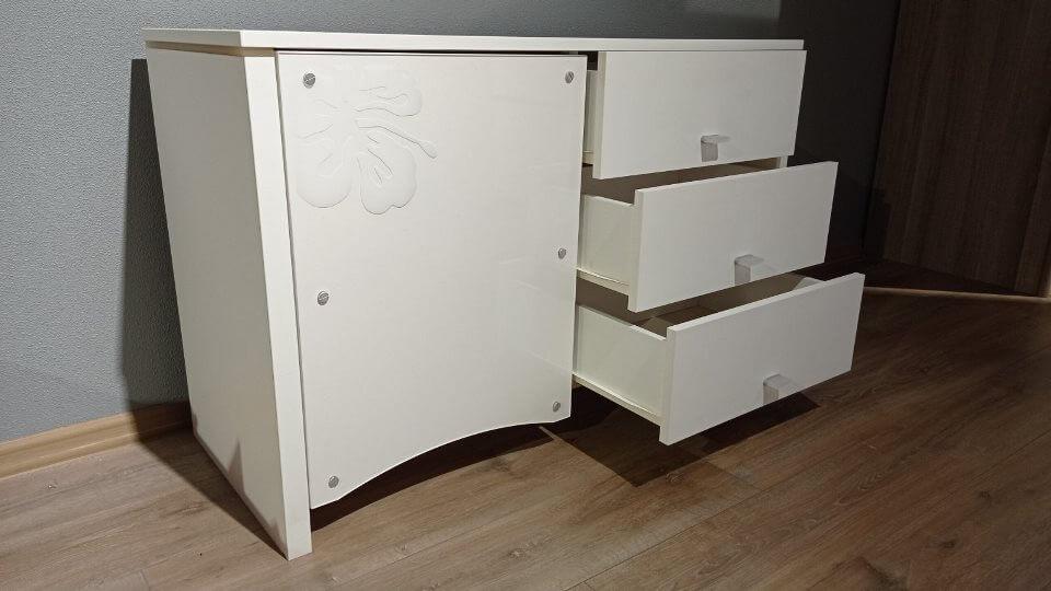 Комод Gautier Tatoo укомплектован тремя выдвижными ящиками и отделением с распашной дверью итальянская мебель в Одессе