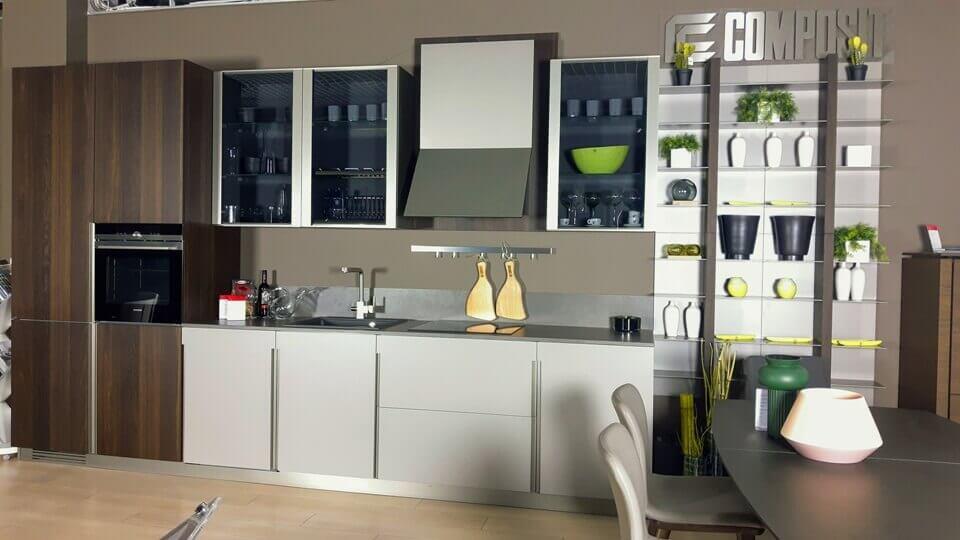 Комплект кухонной мебели Lounge от итальянского производителя Composit с фасадами из шпона, матовой лакировки, затемненного стекла итальянская мебель в Одессе