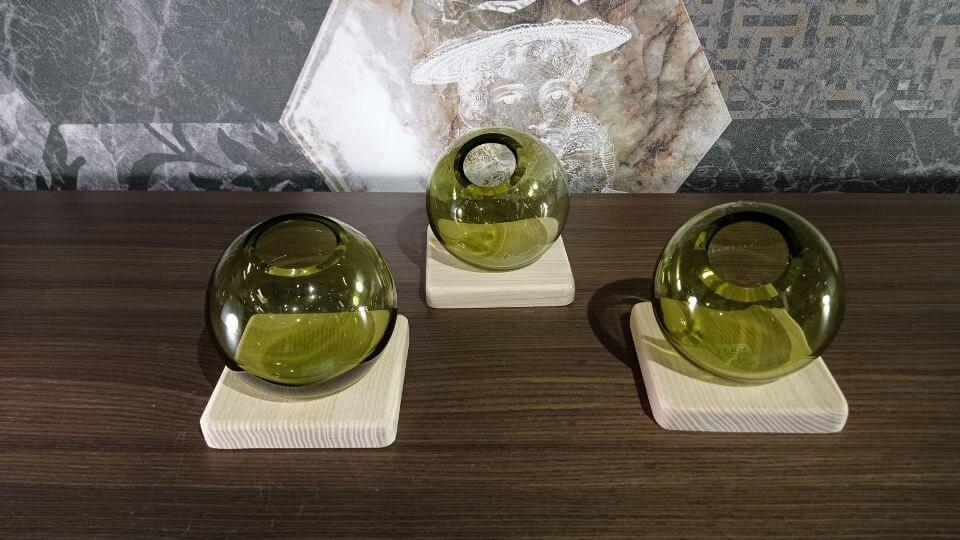 Вазы стеклянные Axis от французской фабрики Gautier с подставкой из массива дерева итальянская мебель в Одессе