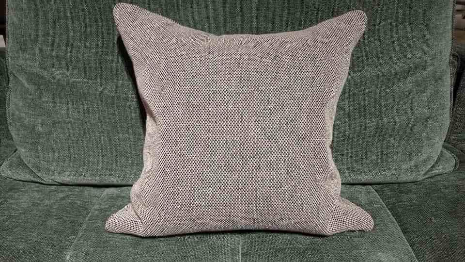 Декоративные подушки от итальянской фабрики Bonaldo со съемными наволочками из структурной ткани с застежкой молнией, наполнение: пух - перо итальянская мебель в Одессе