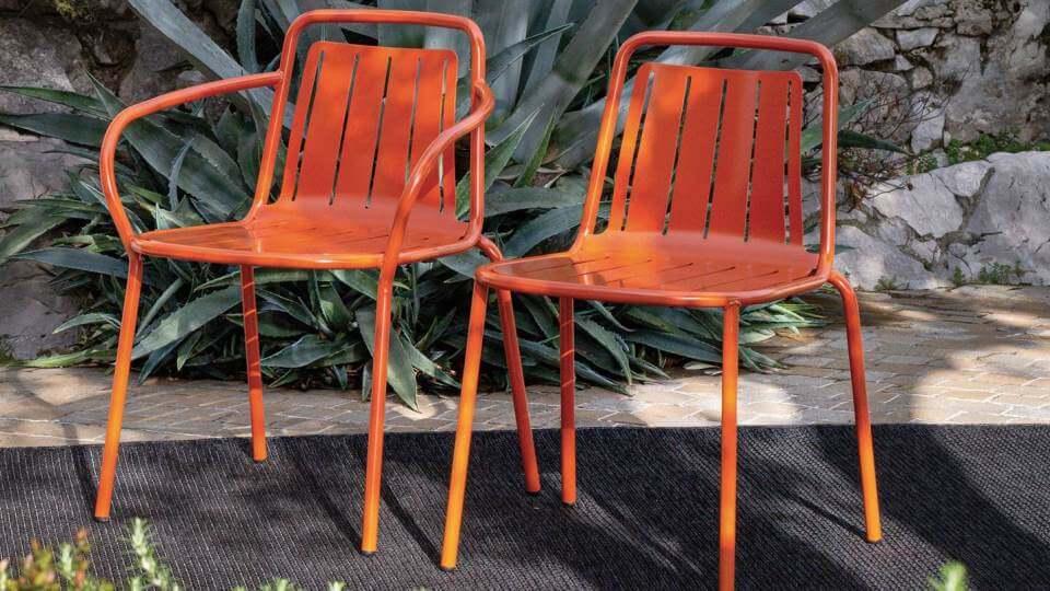 Обеденный стул EASY имеет каркас из трубчатого металла и сиденье из профилированного листового металла итальянская мебель в Одессе