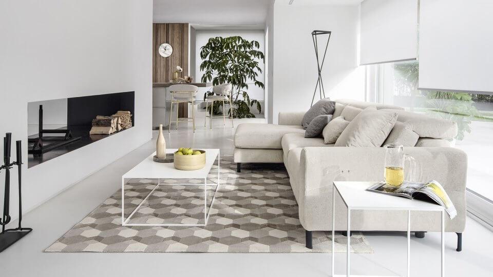 Диван Norma от итальянской фабрики Calligaris - это диван с откидывающимся назад вручную подголовником и атаманкой итальянская мебель в Одессе