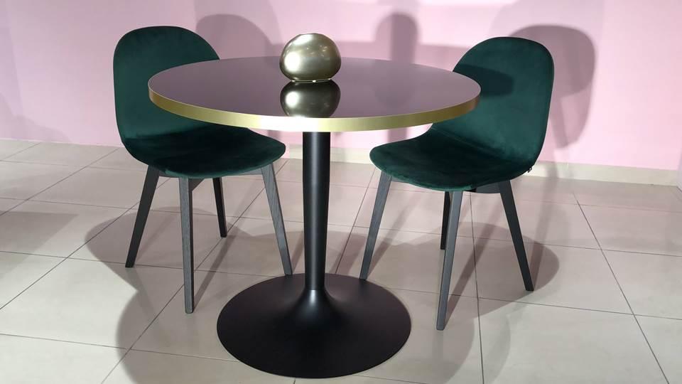 стол Planet от итальянской фабрики Connubia, столешница в цвете Black Negro, основние Matt Black. Габариты: 90 х 90 х 75 итальянская мебель в Одессе